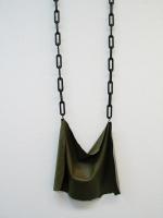 Cimaise, Dépôt 30 - Head, 2007 - Acrylique et chaines en plastique